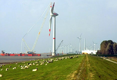 Huge Wind Turbine Powers 4,000 Homes