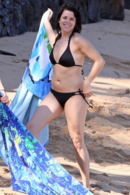 Bikini-Clad Neve Campbell Says Aloha