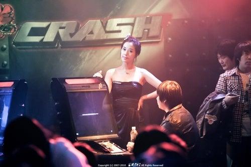 Girls Or Tekken - Which Gets A Gamer's Attention?