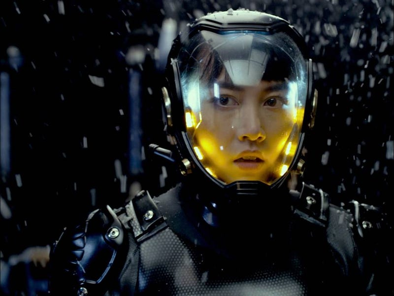 Pacific Rim gets a rave review from Rian Johnson, plus some stunning new images