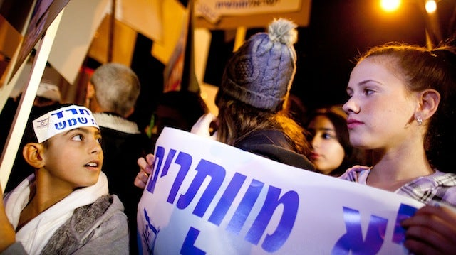 Israeli Women Enraging Some Men By Refusing To Move To Back of the Bus