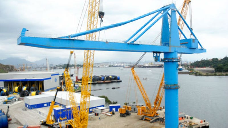 The World's Biggest Hammerhead Crane Can Lift an Entire 747