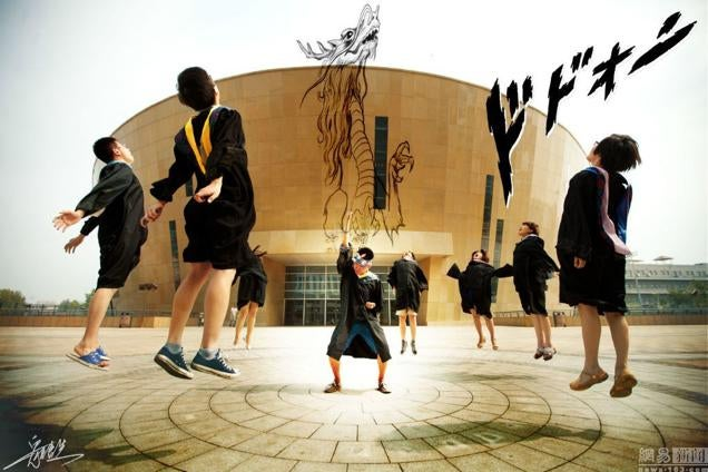 Chinese Students Delight the Internet with Graduation Photos