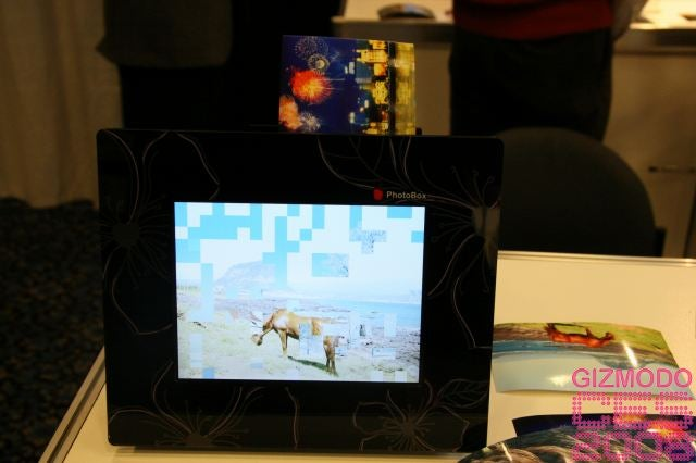 Prinics' Digital Photo Frame Has Onboard Printer, Speakers, Plays 'Baby Got Back'