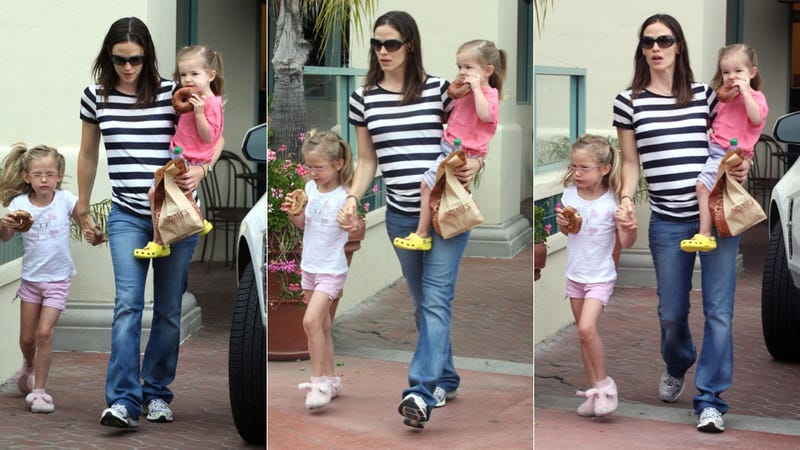 Jennifer Garner's Girls Get Bagels & Bunny Slippers