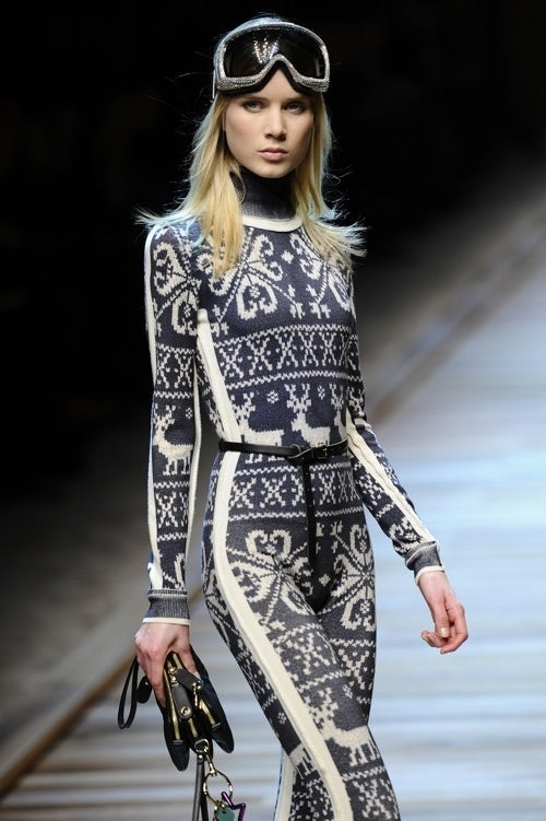 D&G Fall 2010: Ski Bunnies In Fur Shorts (!)