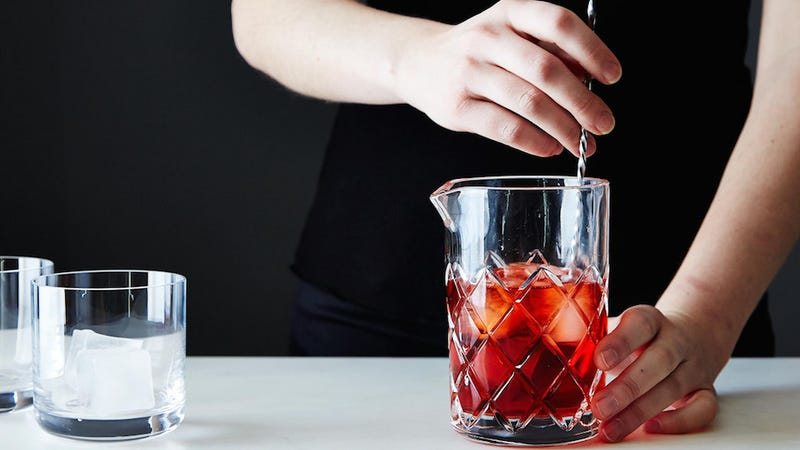 When to Shake and When to Stir a Cocktail