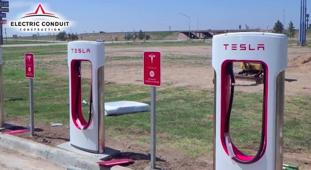 Here's how Tesla builds its Supercharger sites