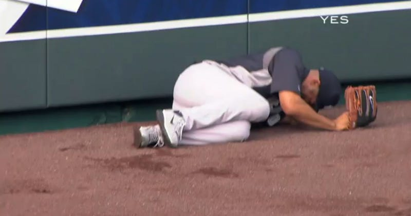 Mariano Rivera Had To Be Carted Off The Field With A Possible Knee Injury Sustained During Batting Practice