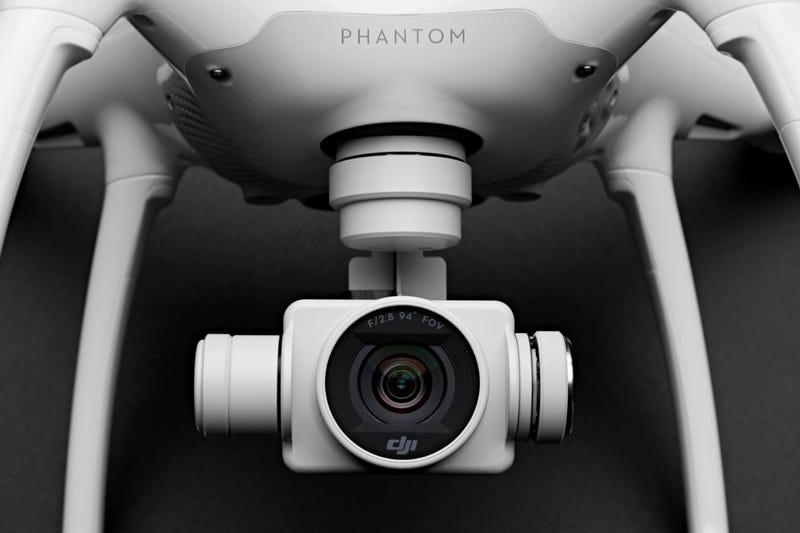 Phantom 4 de DJI est incroyablement rapide et (presque) Crash-Proof