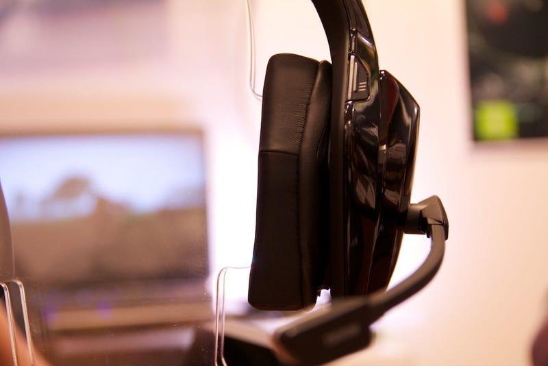 Here's Mad Catz's Official Xbox 360 Wireless Headphones