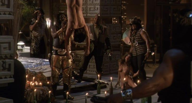Sex scene from the predator2