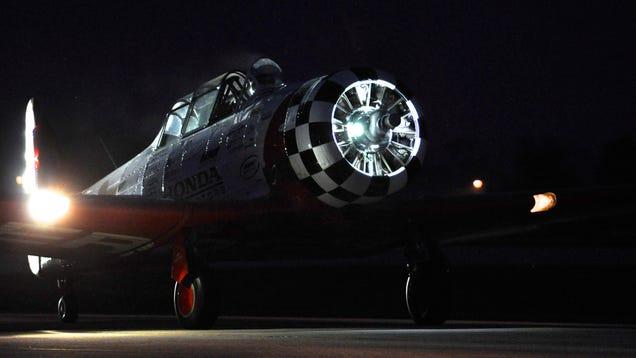 http://news.google.com/news/url?sa=t&fd=R&ct2=us&usg=AFQjCNEc8kBvI6bkuHYnGpBF3Z8-_Yg5ZA&clid=c3a7d30bb8a4878e06b80cf16b898331&ei=cmXxU7CHIsTAggfL64HwCQ&url=http://flightclub.jalopnik.com/a-night-air-show-is-the-best-air-show-1622390181/1623018745/%2Bballaban