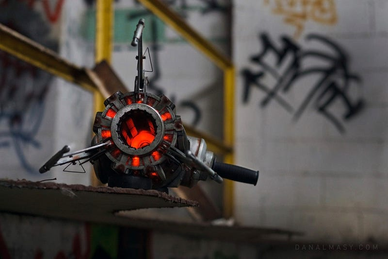 A Half-Life Gravity Gun That Exists In the Real World