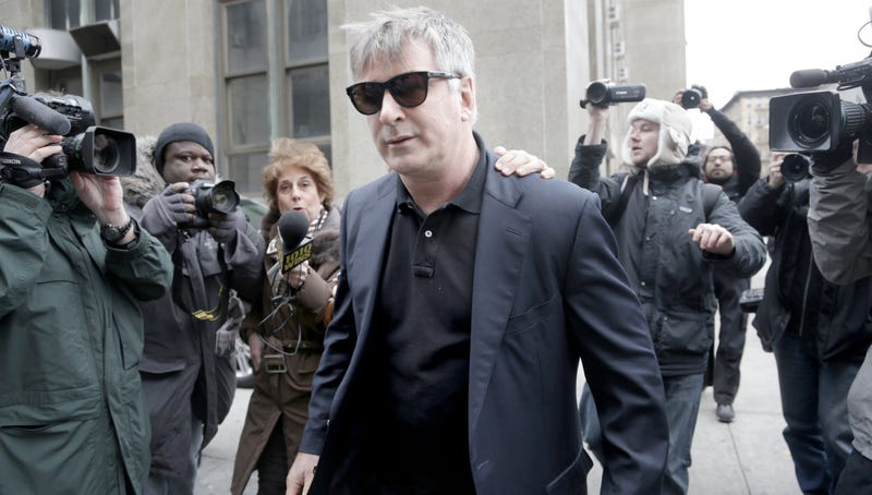 Alec Baldwin to Sue TMZ, Denies Yelling 'Cocksucking Fag' at Paparazzi