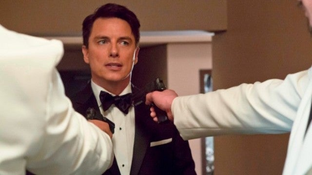 Arrow waltzes John Barrowman through a zombie apocalypse