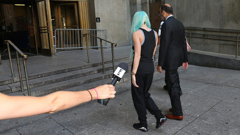 Here's What Amanda Bynes Is Wearing In Court Right Now
