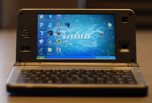Hands On With the Atom-Powered UMID mBook BZ