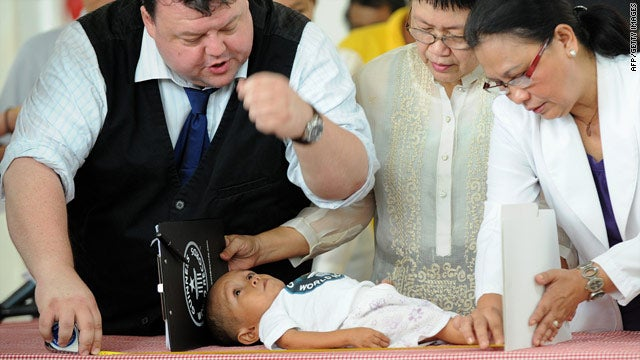 There Is A New World's Shortest Man; Say Hi To 23.6-Inch Junrey, Everybody