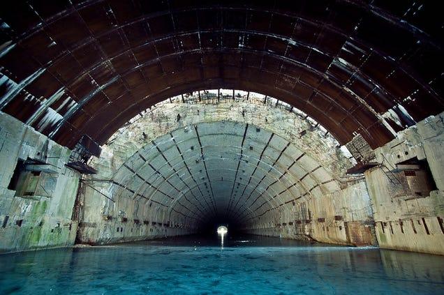 El distópico mundo de las bases de submarinos abandonadas 805315685730393773