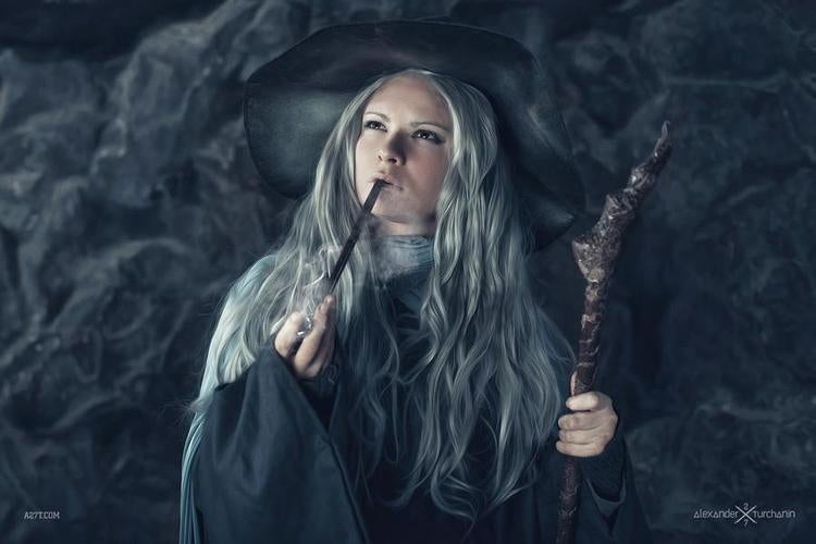 Gender-Swapped Hobbit Cosplay is an Unexpected Delight