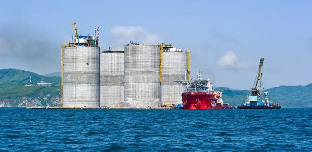 This 200,000-ton titan is now the largest oil rig in the world