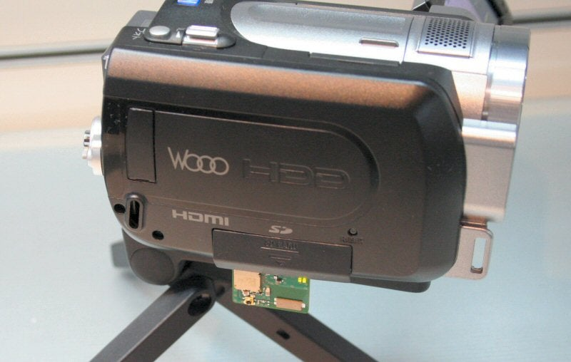 Hitachi DLNA Camcorder Concept Streams HD Video to TVs As It's Shot