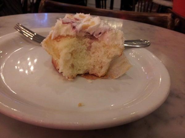 Live the News: A Reenactment of Amanda Bynes' Recent NYC Cupcake Shop Meltdown