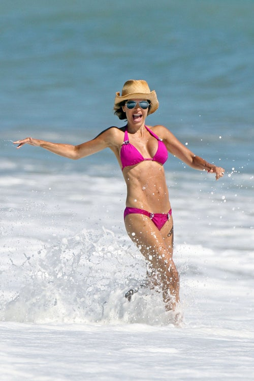 Lisa Rinna Scuttles Away From Invisible Shark