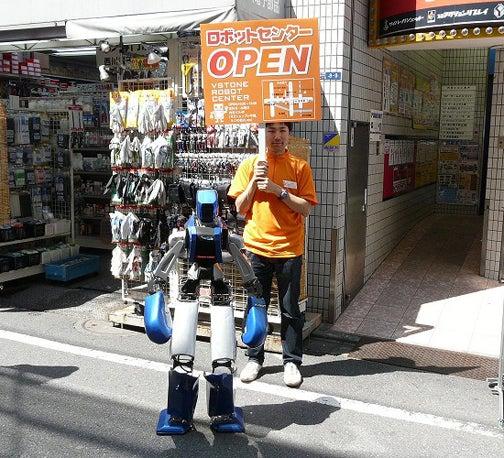 Japan's Akihabara Vstone Robot Center Sells Robots and Robot Kits