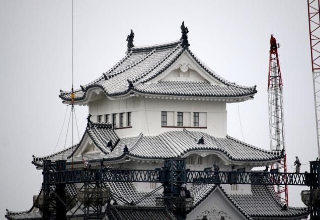 Japanese Castle Roof Is So Damn White It's Bewildering People
