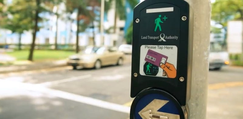 Every City Should Give Seniors a Card That Extends the Crosswalk Time
