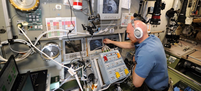 Cargo Ships Arriving at the ISS Are Guided In Using a Plastic Ruler