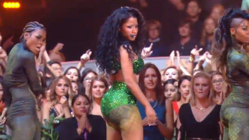 Nicki Minaj's Dancer Describes Being Chomped by a Snake at the VMAs