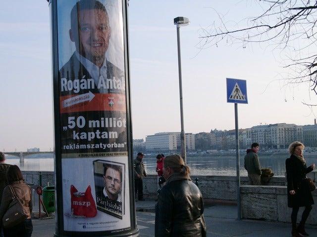 Rogán Antal 50 milliót kapott (reklámszatyorban)