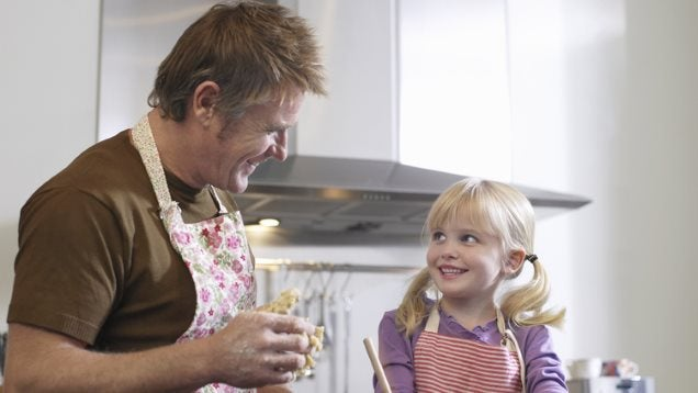 Dads Who Help Out Around the Home Might Raise More Ambitious Daughters