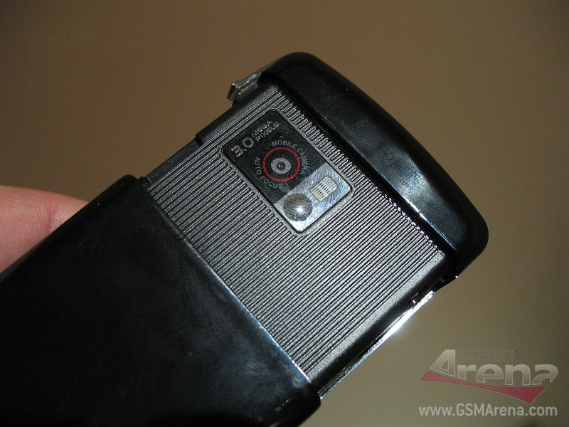 LG KF510 Cellphone Is as Thin as the Ninjas Holding It