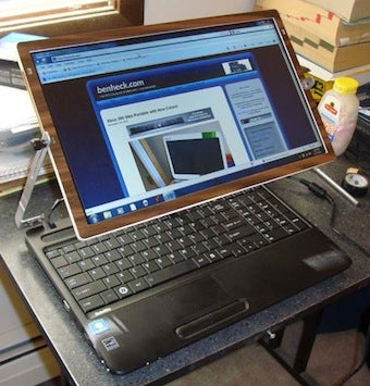 DIY Sliding Laptop Screen Is Great for Air Travel and Other Cramped Spaces