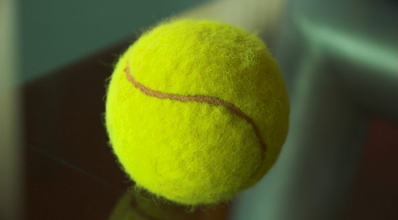 Carry a Tennis Ball on Flights to Relieve Sore Muscles