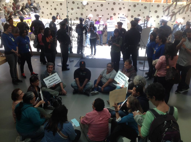 Apple Store Guards Stage Sit-In Demanding Higher Wages