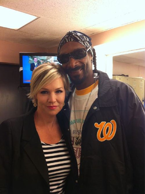 Snoop Dogg Wakes Then Bakes Then Hangs Out With Jennie Garth