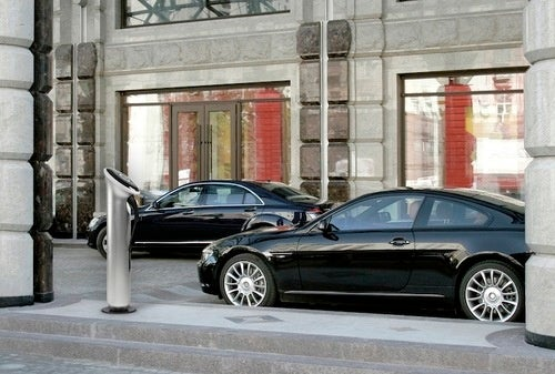 GE and Yves Behar Unveil Charge-Stations for Electric Cars