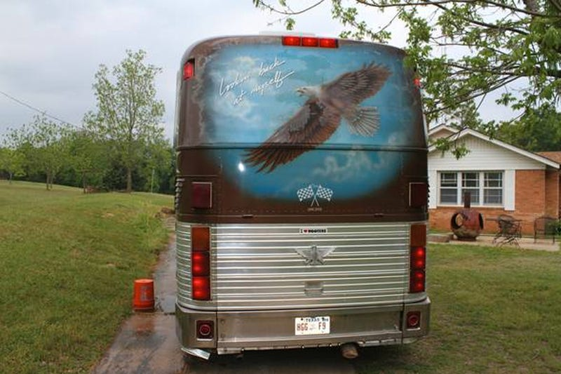 Willie Nelson's Tour Bus Might Have Just Won Craigslist