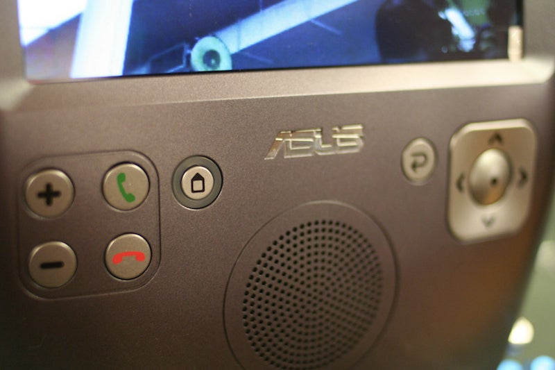 Hands On: Asus's AiGuru SV1 Grandma-Friendly Skype Videophone