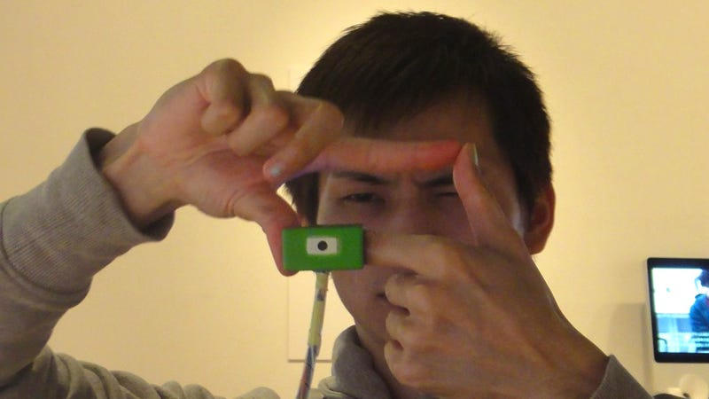 Finger Camera Lets You Frame a Shot Like a Pompous Director