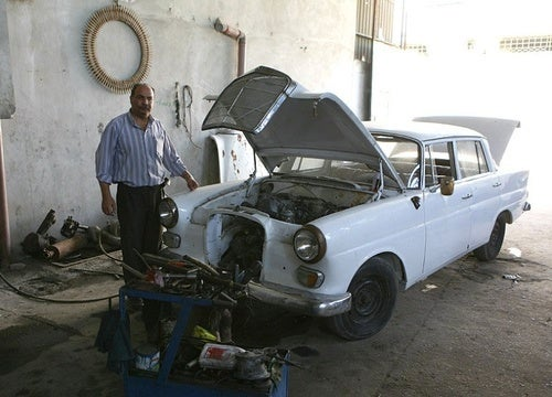 Restoring Classic Cars in the Gaza Strip