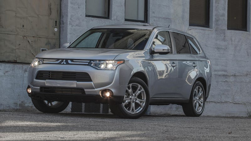 The 2014 Mitsubishi Outlander Makes Me Feel Like I've Taken Too Many Painkillers