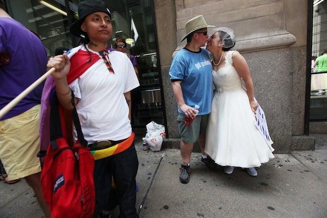 Ladies Love Getting Gay-Married