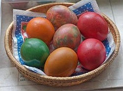 Friday Fun: DIY Easter egg dye