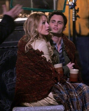 Gossip Girl Relationship Heating Up, A Weary World Shrugs